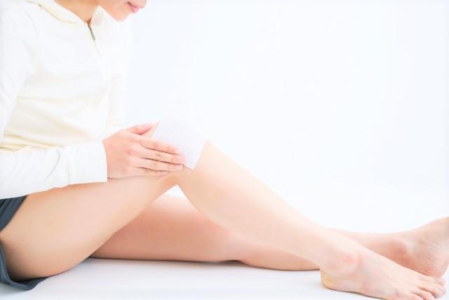 膝 関節痛 マッサージ ストレッチ 湿布 サロンパス